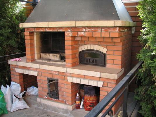 Уличная печь с мангалом и коптильней своими